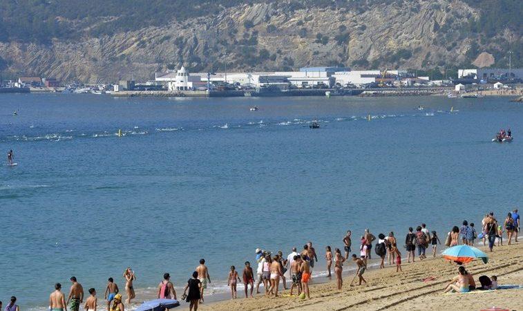 Travessia da Baía de Sesimbra, em Portugal, teve mais de 500 participantes