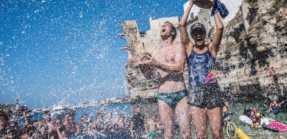Gary Hunt e Rhiannan Iffland na emocionante final do Red Bull Cliff Diving World Series em Polignano a Mare, Itália