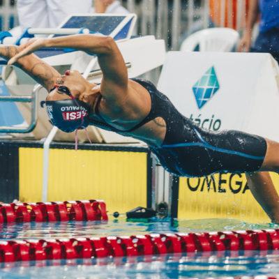 """Etiene Medeiros vence 100m costas e enaltece retomada em prova: """"muito feliz"""""""