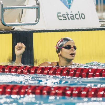 Quinta perfeita para Etiene no Maria Lenk: ouro nos 100m livre e festa com convidados especiais