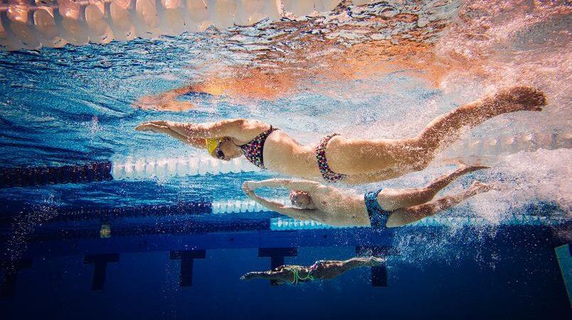 Nadar com regularidade pode trazer benefícios para o corpo e a mente