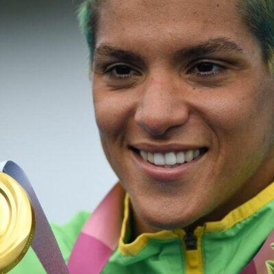 Brasileira Ana Marcela Cunha conquista medalha de ouro na maratona aquática